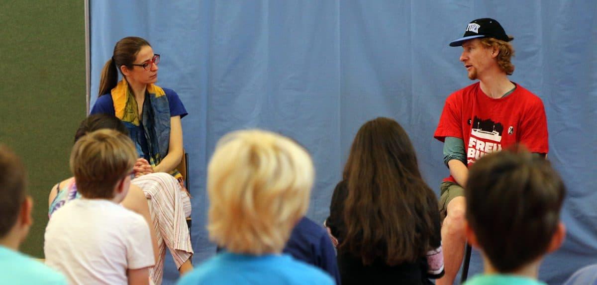 """Aufführung von """"Mein Körper gehört mir"""" vor Schülerinnen und Schülern"""